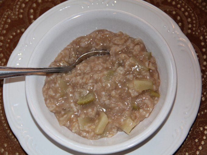 Microwave Apple Cinnamon Oatmeal