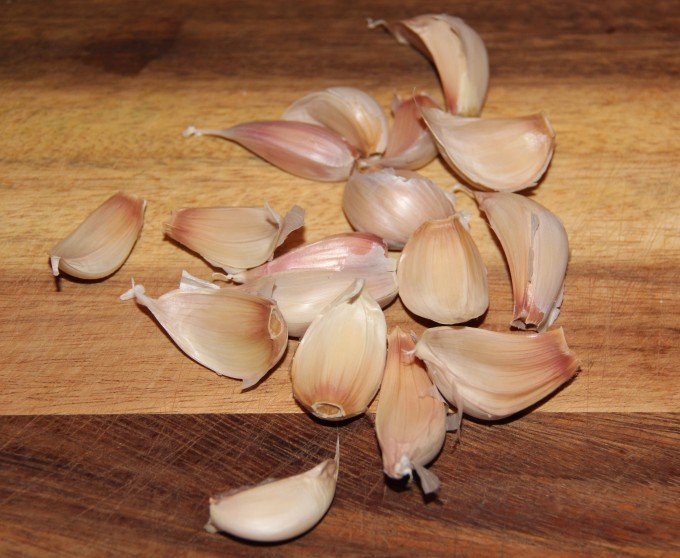 lots of garlic cloves for barbecue shrimp