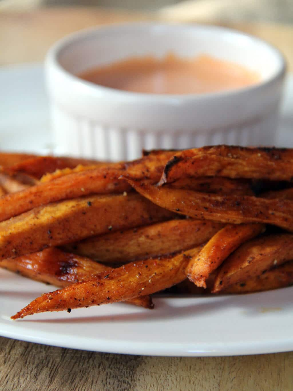 Sweet Potato Fries — these oven baked sweet potato fries are just the right mix of sweet and spicy!
