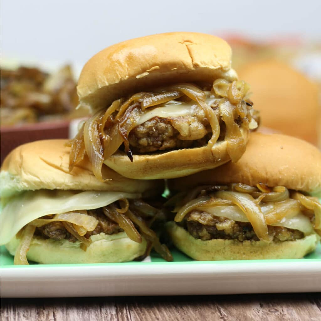 msg 4 21+: #ad #BeersandBunsCountry Easy Fried Steak Sliders with Caramelized Onions will elevate your next tailgate to the knockout level!