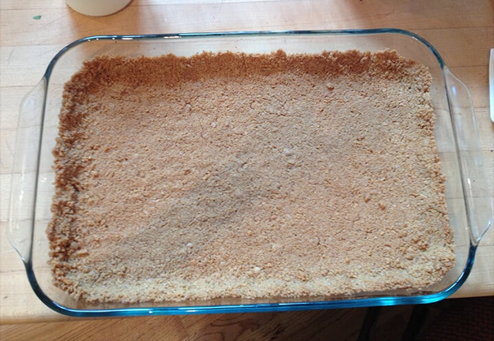 Graham cracker crust for cream cheese banana pudding.