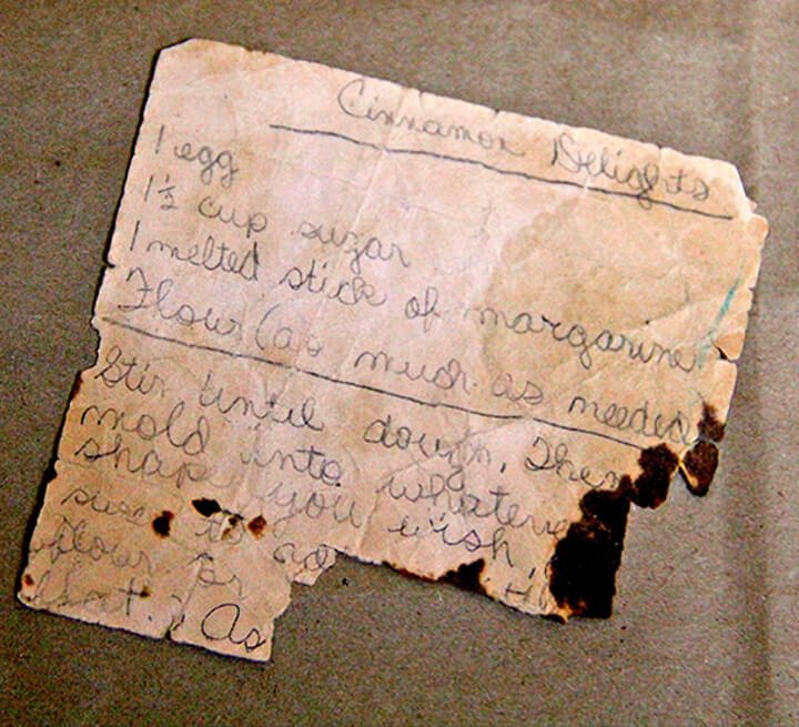 Recipe for tea cakes on an old piece of paper.